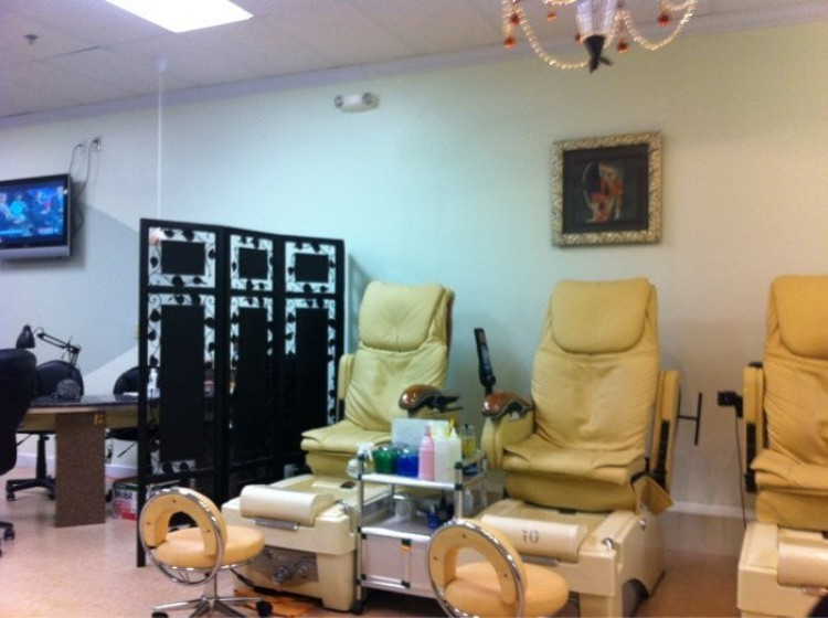 Central Nail & Day Spa